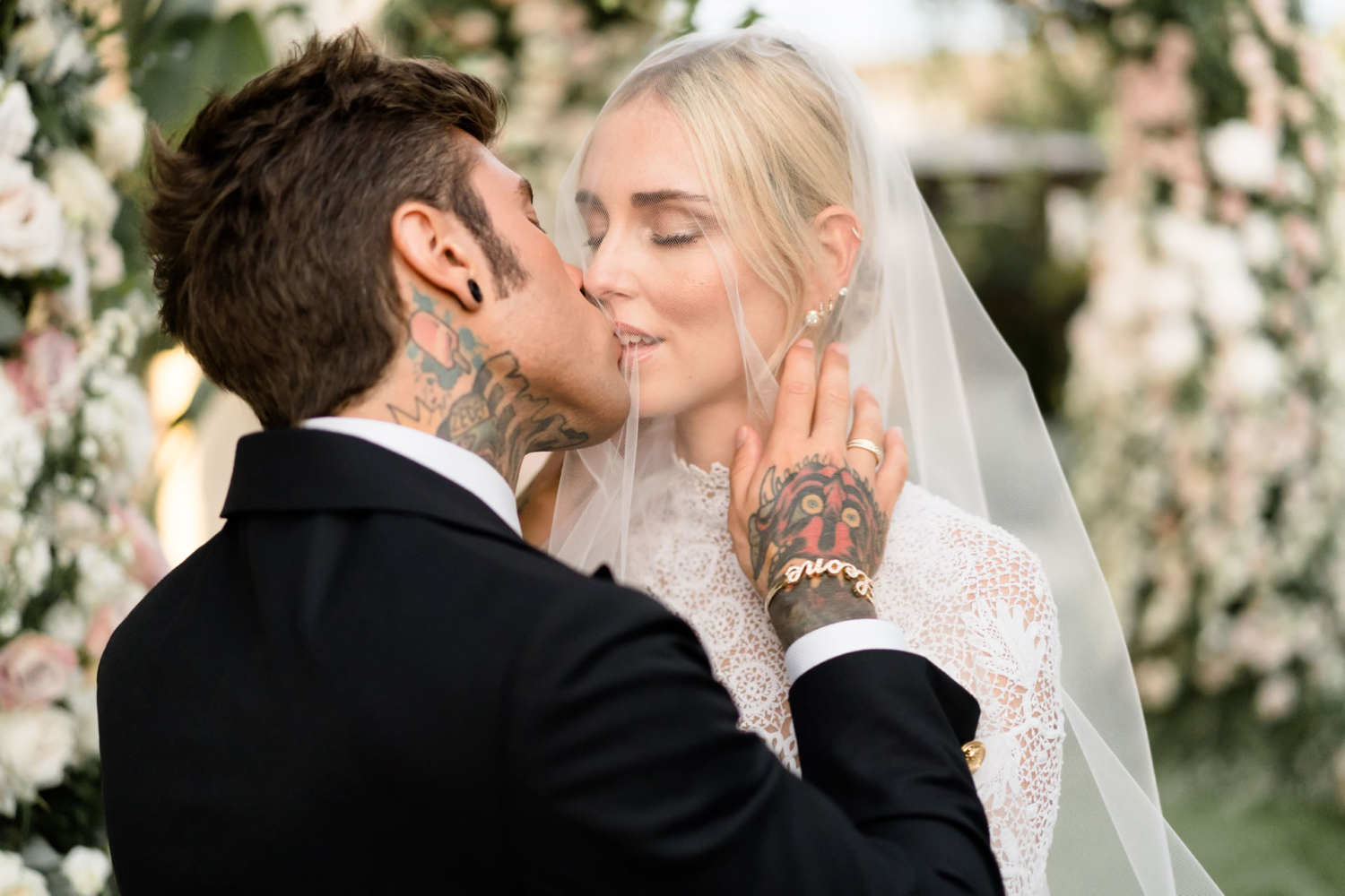"804ed625 ""We just gave Chiara Ferragni and Fedez the album of their wedding: about  three hundred shots with all the details, emotions and guests. But in this  story, ..."